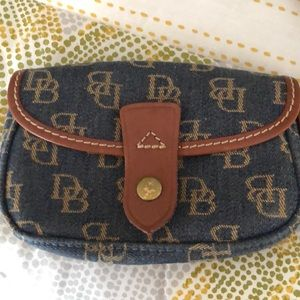 Used Clutch Dooney & Burke (May not authentic)